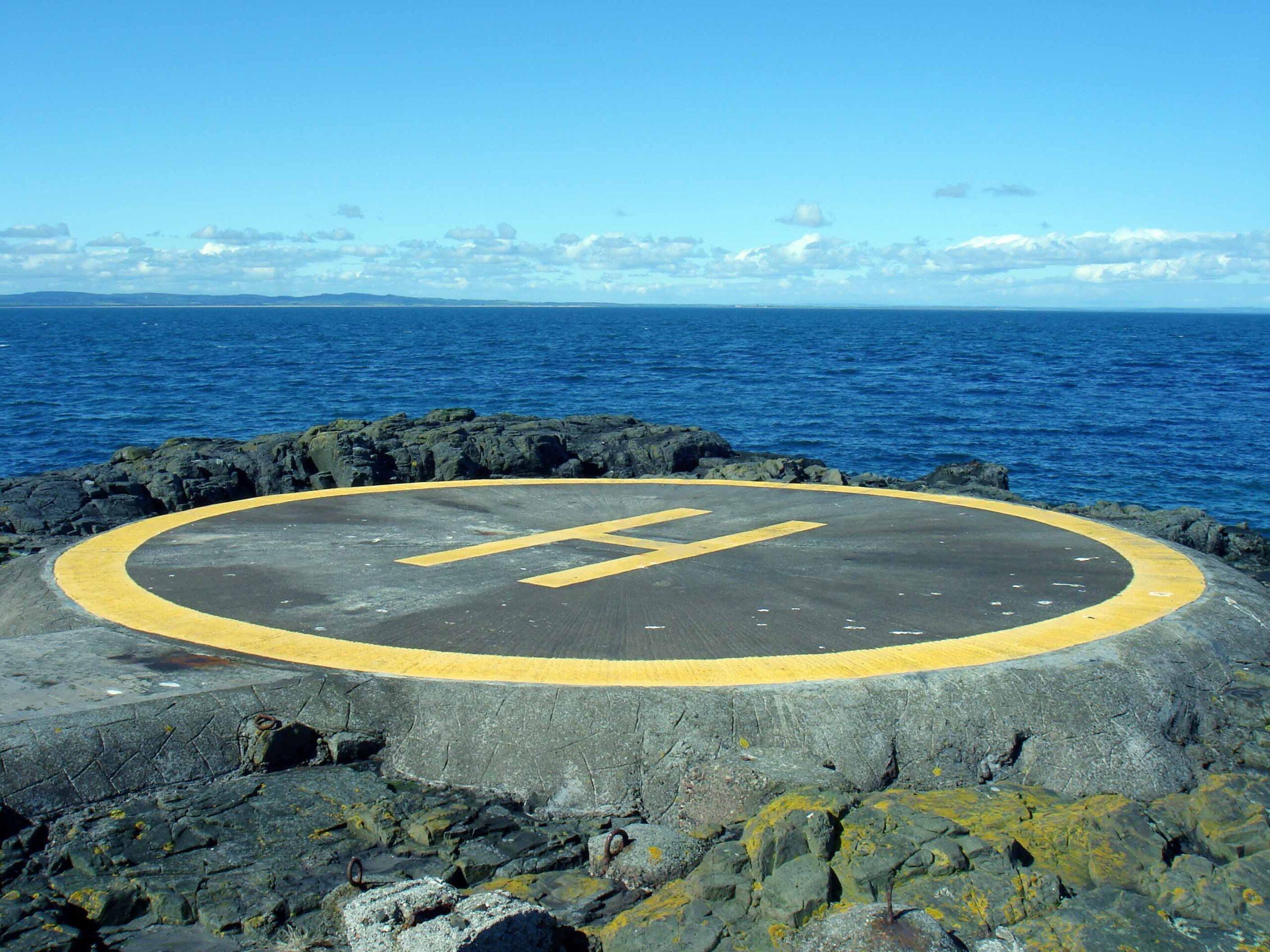 Ein Hubschrauberlandeplatz am Meer
