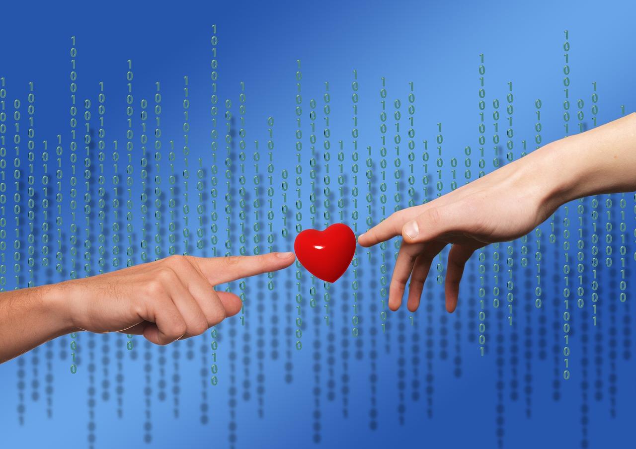 Zwei Finger treffen sich an einem Herz